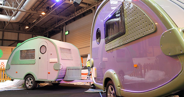 largest-caravan-made-with-interlocking-plastic-bricks-next-to-real-caravan_tcm25-400218