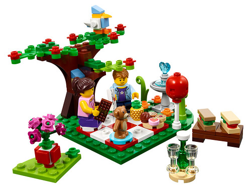 lego-seasonal-romantic-valentine-picnic-40236-2