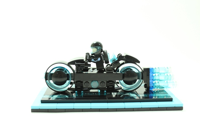 Tron Legacy Light Cycle-2
